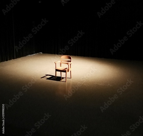 Sunlight Falling On Empty Chair In Room Fototapete