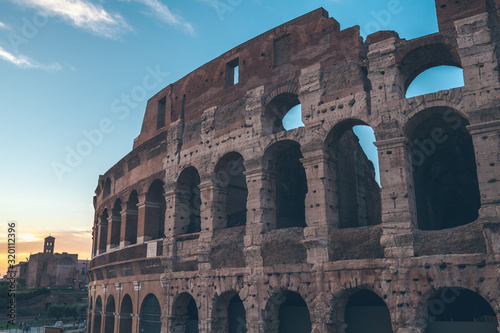 Photo Colloseum at sunset in Rome, Italy