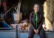 canvas print picture - Jungbäuerin sitzend vor einer Ferkelbucht mit Ferkeln