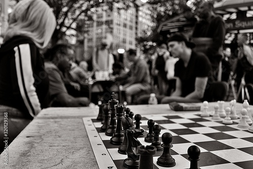 Papel de parede Chess Board On Table Against People