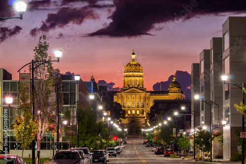 Valokuva View of the Iowa State Capitol Building at Sunrise