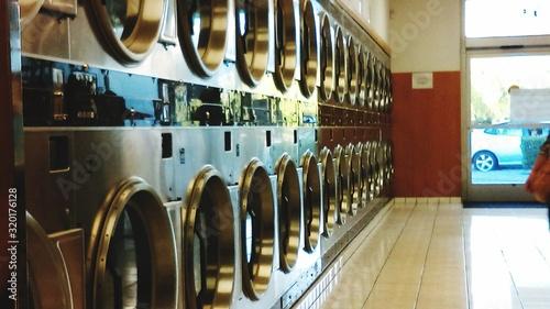 Obraz Washing Machines In Laundromat - fototapety do salonu