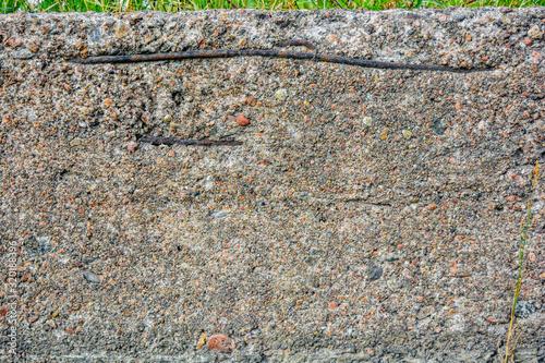 Photo Crumbling concrete wall, horizontal bars, rusty armature