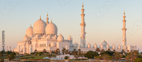 Cuadros en Lienzo Panorama of Sheikh Zayed Grand Mosque in Abu Dhabi, UAE