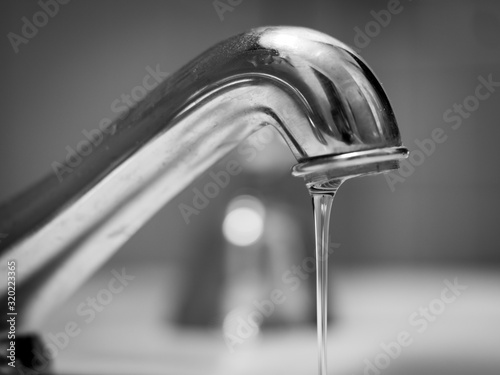 Foto Close-Up Of Water Falling From Faucet