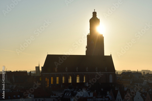 Miasto Wrocław - kościół św. Elżbiety w słońcu - fototapety na wymiar