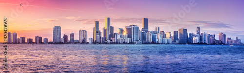 Fototapeta the skyline of miami while sunset obraz
