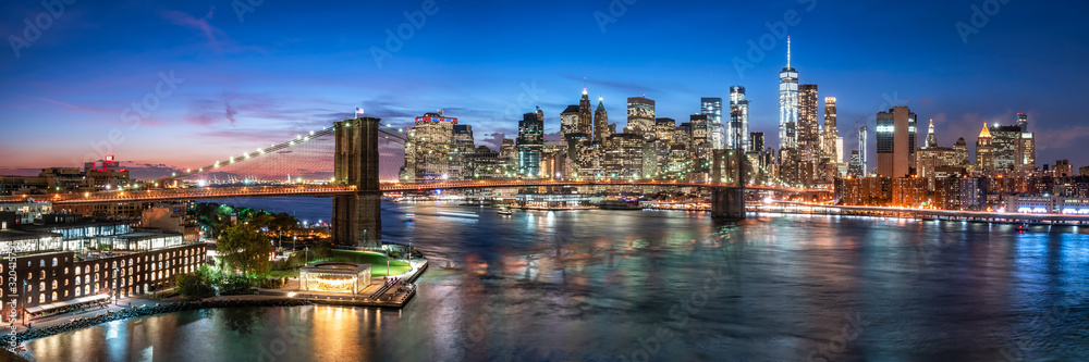 Fototapeta New York City skyline with Brooklyn Bridge