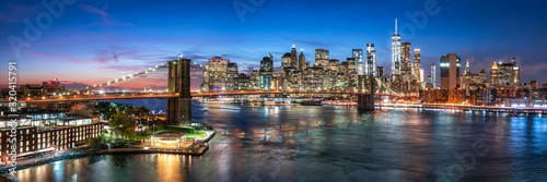 Obraz New York City skyline with Brooklyn Bridge - fototapety do salonu
