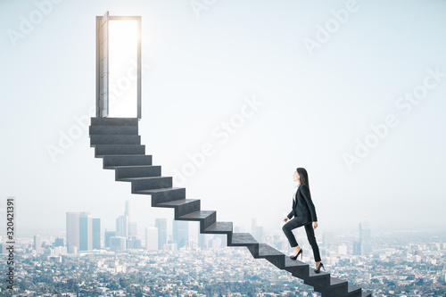 Photo Businesswoman walking on ladder to success megapolis city view