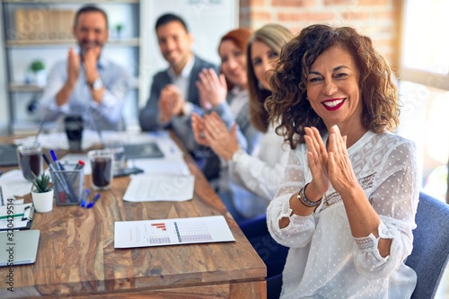 Photo Group of business workers smiling happy and confident