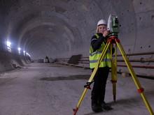 Pretty Young Mining Surveyor W...