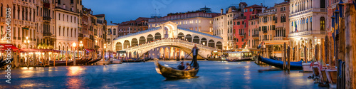 Panoramic view of the Rialto Bridge and Canal Grande in Venice, Italy - 320540303