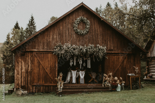 Fotografie, Obraz a wedding in a wooden barn