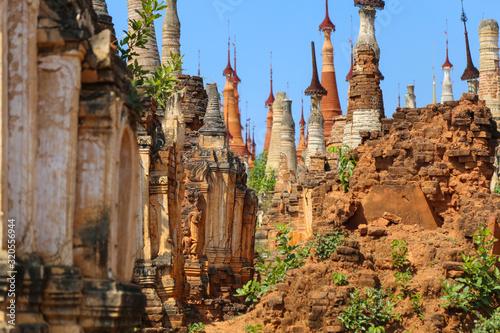 Obraz na plátně Semi dilapidated and restoted stupas of ancient pagodas in Myanmar