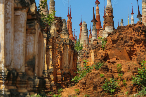 Obraz na plátne Semi dilapidated and restoted stupas of ancient pagodas in Myanmar