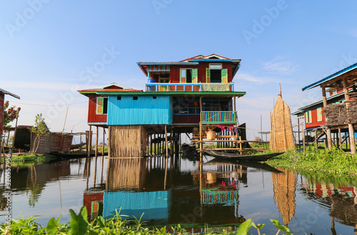 Photo Houses on stilts in the floating village of Inle Lake, Myanmar