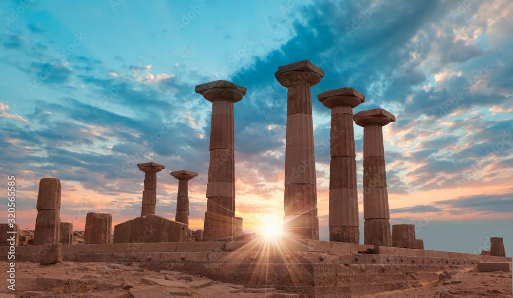 Fototapeta Ruins of ancient city Assos with temple of Athena - Behramkale, Turkey