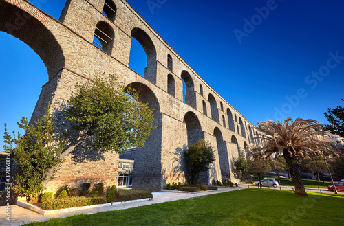 Photo Ancient Roman Aqueduct, Kavala, Greece