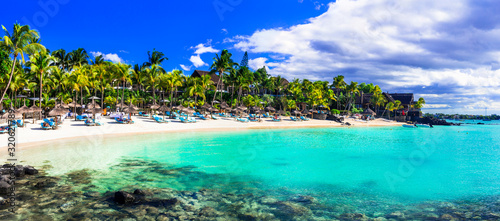 Fotomural Perfect tropical getaway - stunning Mauritius island with great beaches and turq