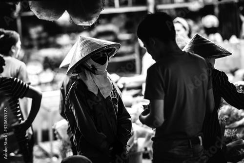Fotografiet Chapeau vietnamien marché