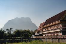 Temple Avec Montagne Thailande