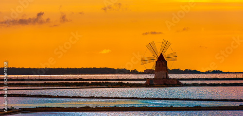 fototapeta na drzwi i meble Marsala salt pans at sunset, Sicily, Italy