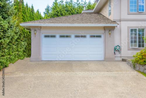 fototapeta na drzwi i meble Garage door in Vancouver, Canada.