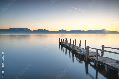Fotografía Wooden pier or jetty and lake at sunrise