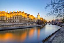 Paris, France - November 18, 2018: Quai Des Orfevres Along River Seine In Paris