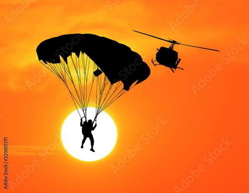 sylwetki-spadochroniarstwo-na-zachod-slonca