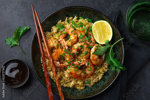 mata magnetyczna fried rice and prawn in bowl