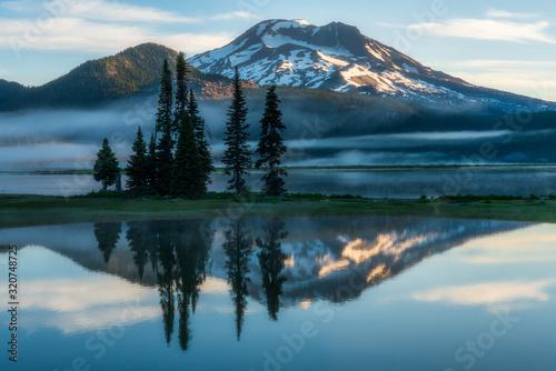 Fototapeta Mountain Reflections at Sparks Lake - Oregon obraz