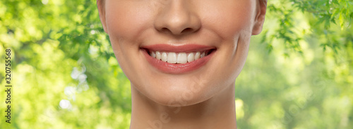 Valokuvatapetti beauty, dental care and teeth whitening concept - close up of beautiful young wo
