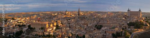 Photo Panorámica de Toledo al anochecer
