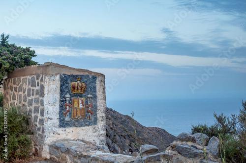 Obraz na plátně entrada a la fortaleza militar de Cartagena escudo español