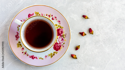 Fototapeta Top view of a cup of tea with dried roses obraz