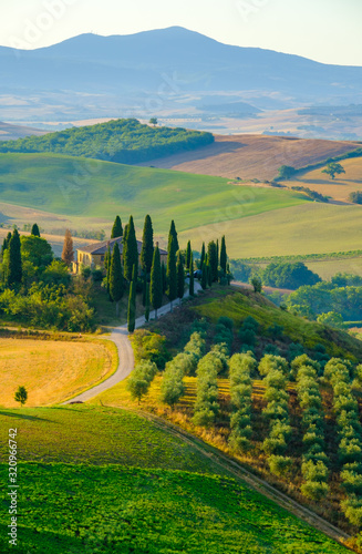 Late summer aerial landscape of valley in Tuscany Fototapet