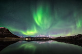 Fototapeta Na ścianę - Northern lights with mountain reflection
