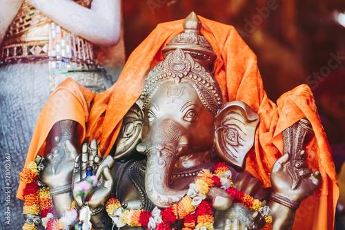 Statuette de Ganesh dieu à tête d'éléphant фототапет