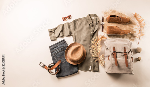 Fotomural Men's clothing and accessories - tourist or traveler casual outfit
