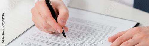 Fotografía panoramic shot of businessman holding pen near clipboard with document, leasing