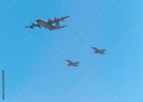 Avión de repostaje de las fuerzas armadas Fototapet