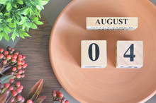 August 4, Month Design With Flower And Earthenware.