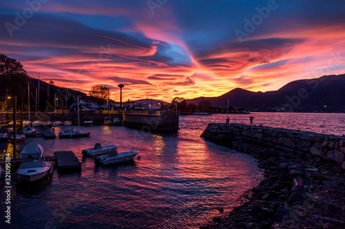 Valokuva Sunset with spiral clouds over the lake Maggiore