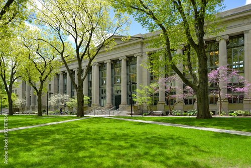 Stampa su Tela Harvard Law School building and college campus in early spring.