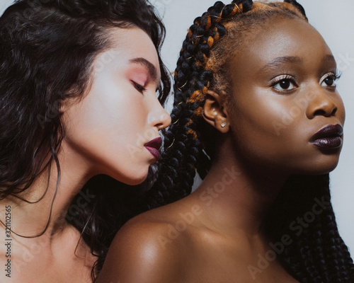 Portrait of africans and europeans girls with bare shoulders and fashionable mak Tapéta, Fotótapéta