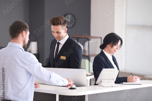 Obraz na płótnie Receptionists working with visitor in office