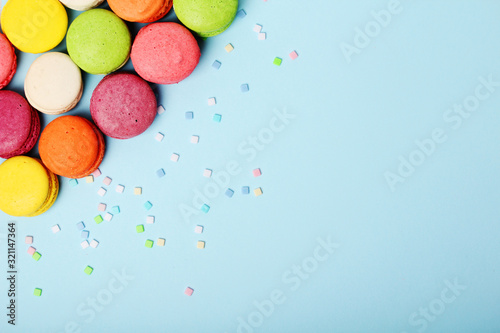 Fototapeta Bright background with a rows of macaroons and copy space obraz