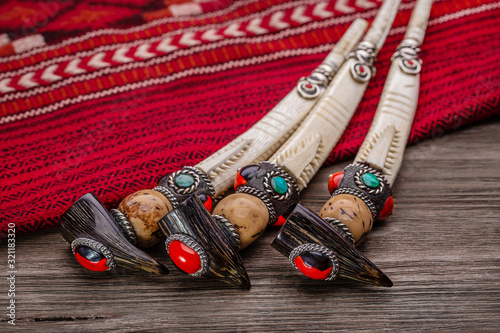 Inlaid souvenir tobacco pipes and red Native American plaid Billede på lærred